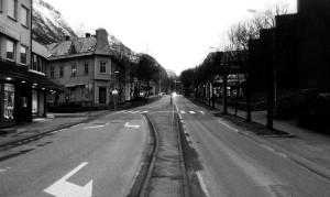 Det er litt stille i Odda tidlig på lørdagskvelden.